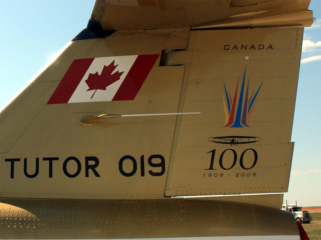 """""""Тьютор"""", (""""Номер 019""""), тип учебного самолета, строившегося в свое время канадской фирмой """"Канадэйр"""""""