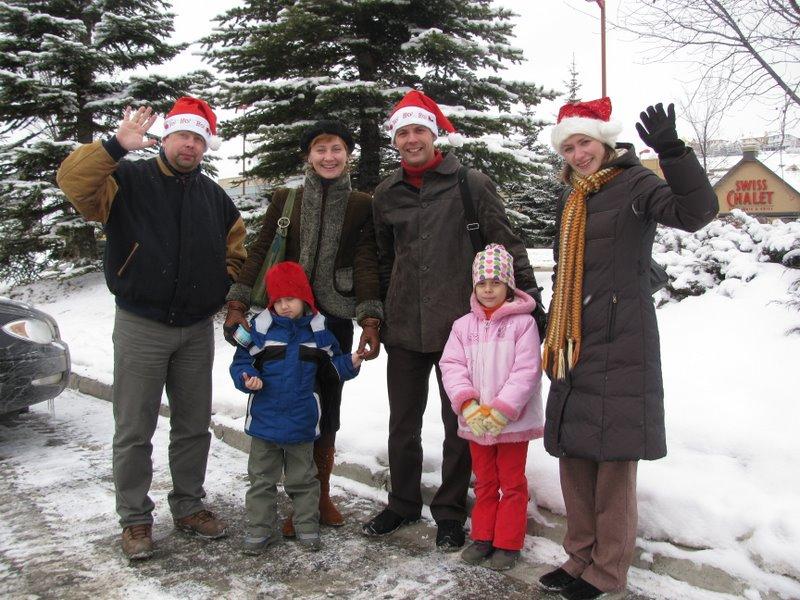 Роман, Евгений с семьей, Елена