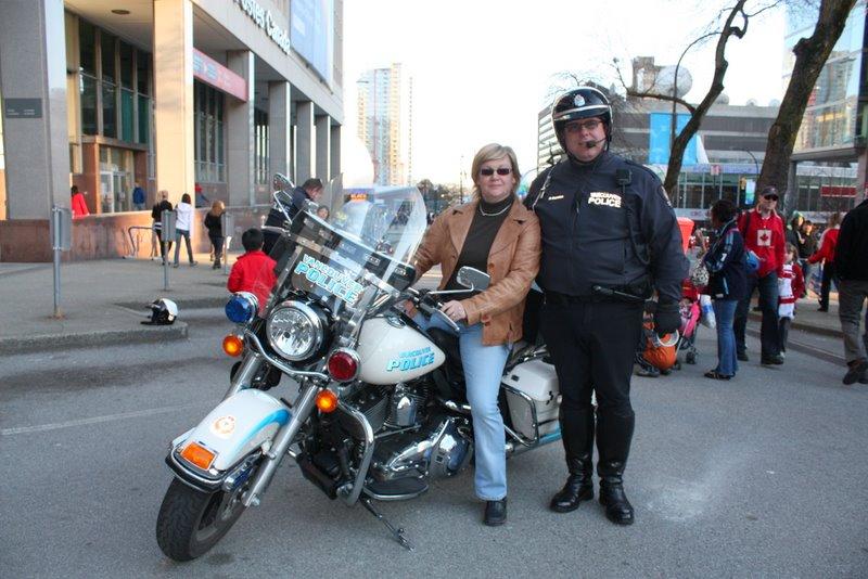 Поздравления от ванкуверских полицейских:)