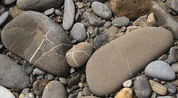 """... когда я """"опускал взор долу"""", на глаза попадались вот такие камни, с интересными рисунками. Что можно в них расшифровать?"""