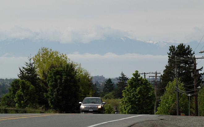 """Солнечный день на острове. Вдали видны горы штата Вашингтон. Кажется, что они подвешены в небе. Словно в фильме """"Аватар"""" :)"""
