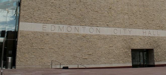 Фронт городской ратуши, Эдмонтон. Доломитовый известняк.
