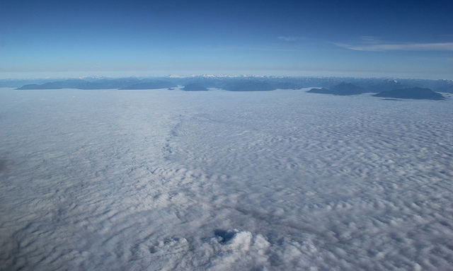 Полет над океаном облаков..