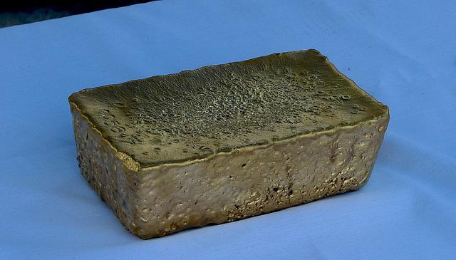 """Золото! Самое настоящее (95%""""сырец""""). Этот """"кирпич"""" (чьего-то благосостояния :) ) весит 50 фунтов, при весьма скромном размере. Red Lake, Ontario, Canadian Shield."""