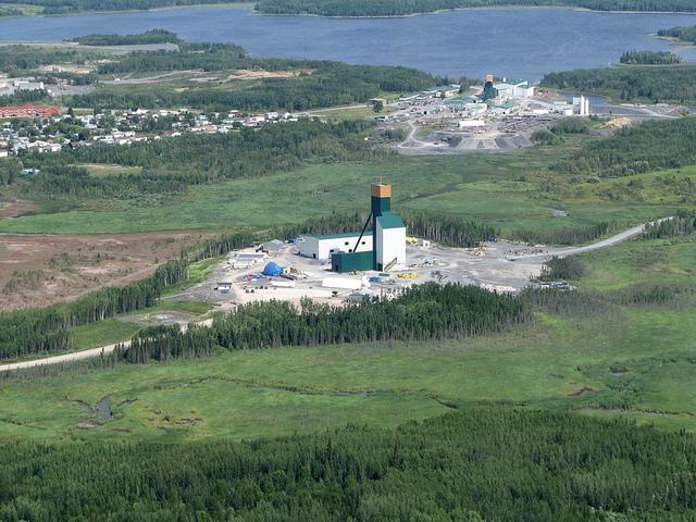 Золото-добывающая шахта компании Goldcorp, Red Lake, Ontario. Глубина: почти два километра.