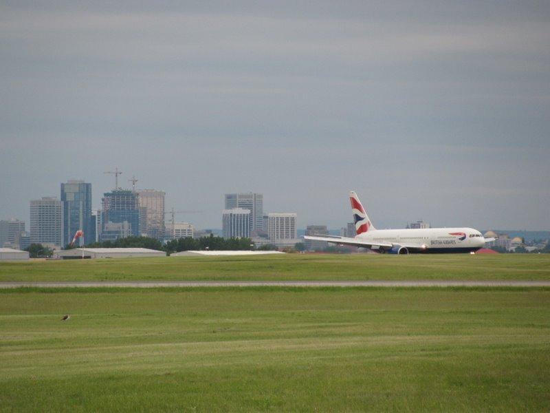 Их самолет совершил удачную посадку в Калгари:)
