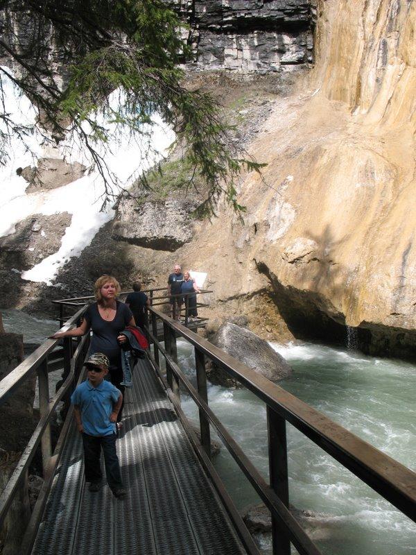 Марина и Коля в Johnston Canyon