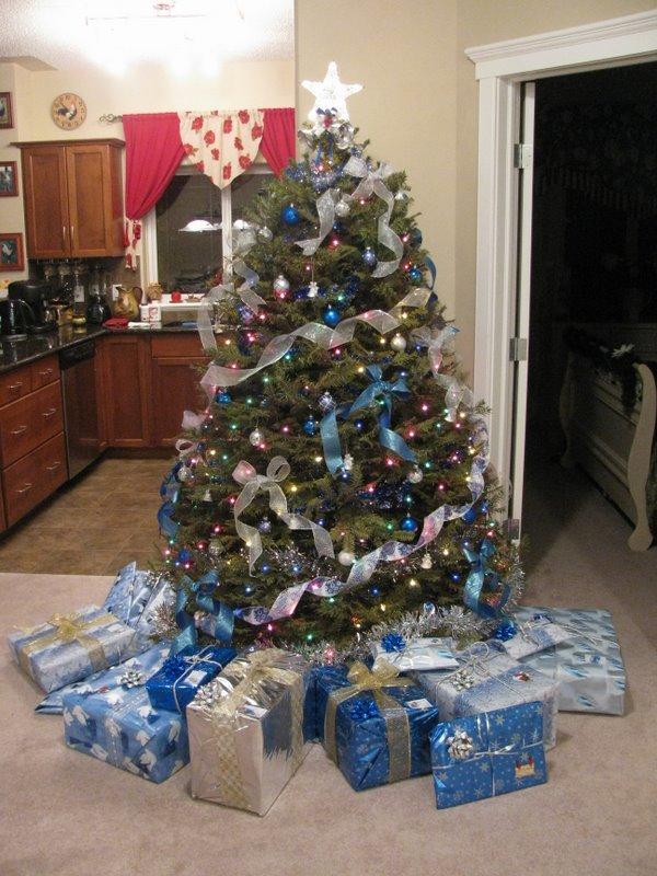 Елка с подарками:)