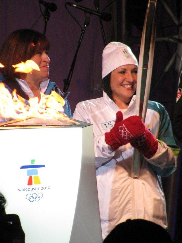 Олимпийский огонь в Калгари!