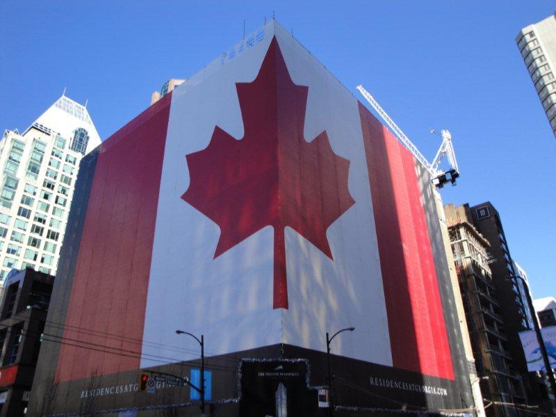 Самый большой канадский флаг