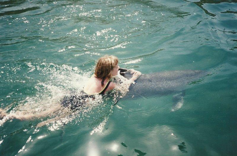Дева и дельфин
