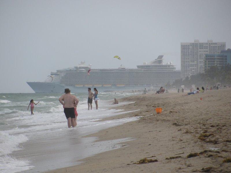 Форт Лодердейл. Круизные лайнеры уходят в плавание
