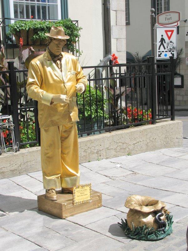 Работа живой статуей