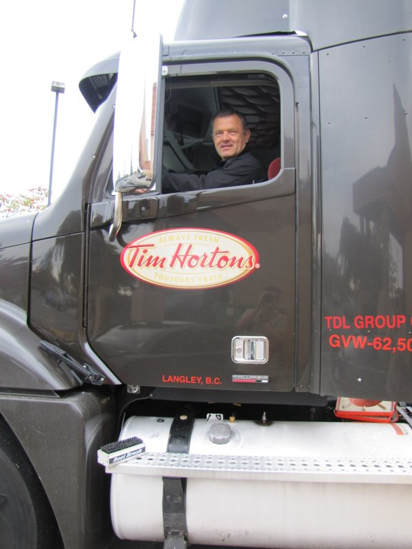 Серега в грузовике Тим Хортонса:)
