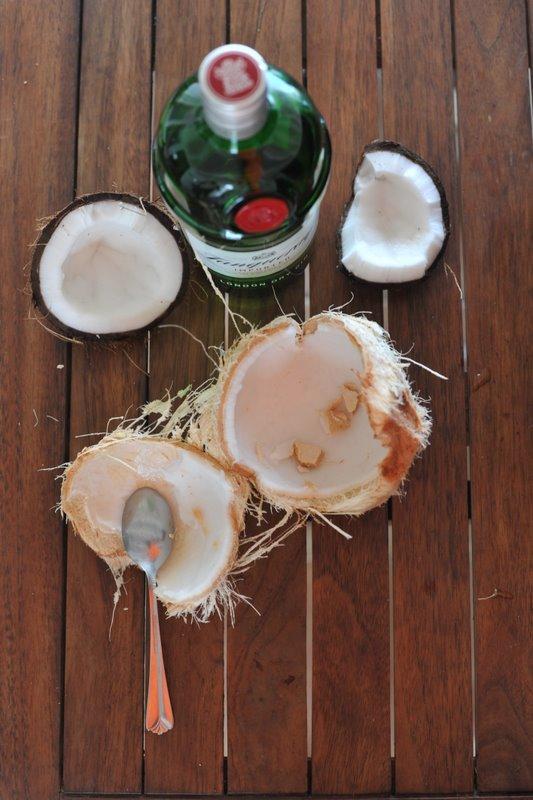 Жуй кокосы:)
