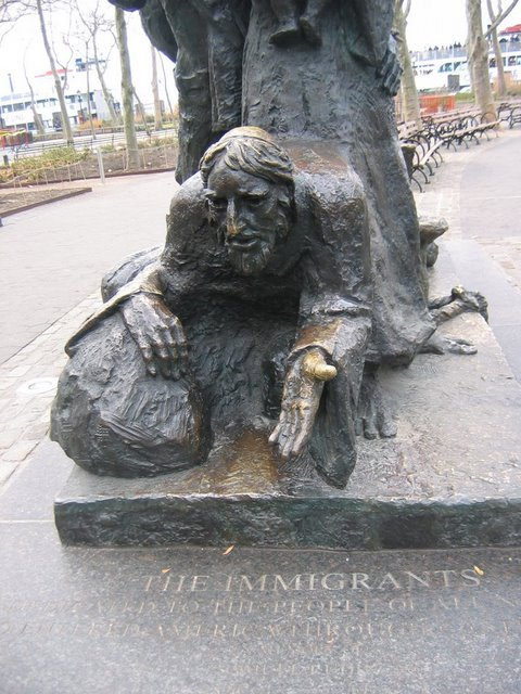 Памятник иммигрантам в Нью Йорке