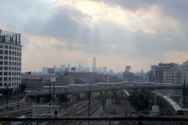 Увлекательная поездка на нью-йоркском метро: из Квинса - на Манхеттен.