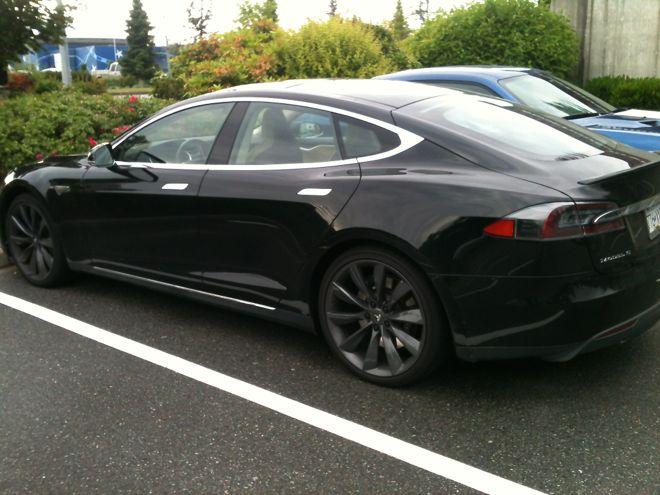 """'Tesla' Model 'T'. Полностью электрический автомоболь производства компании """"Тесла"""" Элона Маска."""