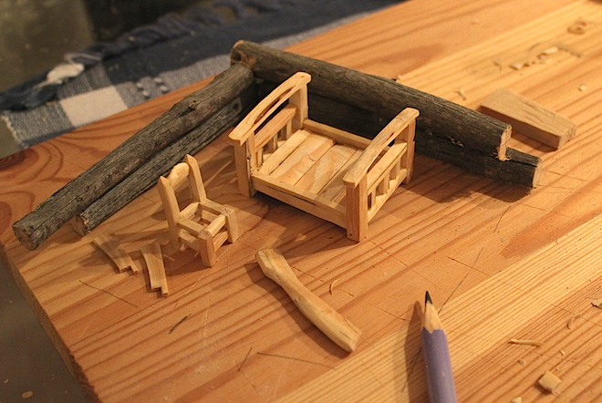 """По идее, вокруг """"мебельного гарнитура"""" должны вырасти рублёные стены.  Вот тут лежит топорище (рубить сруб), но, похоже, - поскольку изготовил его я немного ранее - оно оказалось несколько иного размера. Чтож, пригодятся для """"другой """"сказки"""" :)"""
